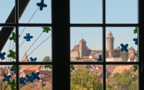 Blick auf die Nürnberger Burg vom Turmsaal der Restauration Kopernikus