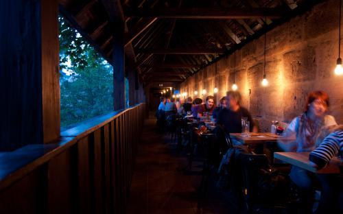 Turmgang am Abend des Restaurants Restauration Kopernikus, Nürnberg